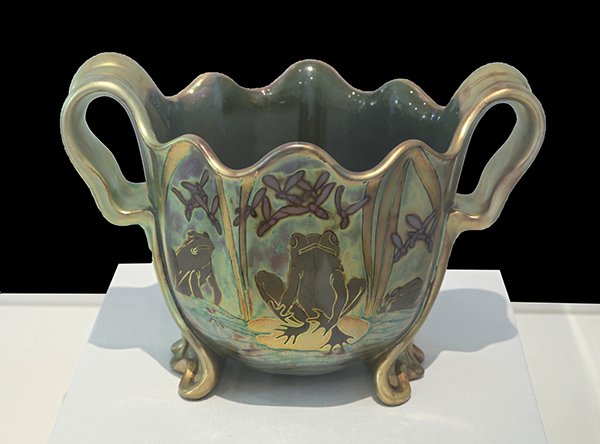 Zsolnay Porcelain Manufacturing Company Of Pcs Frog Vase Museum